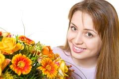 Junge blonde Frau mit Blumen Stockbilder