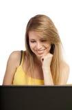 Junge blonde Frau mit Computer Stockbilder