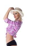 Junge blonde Frau mit dem Strohhut getrennt Lizenzfreie Stockfotografie