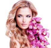 Junge blonde Frau mit den gesunden Haaren Lizenzfreies Stockbild