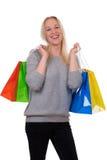 Junge blonde Frau mit Einkaufstaschen Lizenzfreie Stockfotos