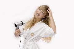 Junge blonde Frau mit hairdryer Stockfotografie