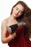 Junge blonde Frau mit hairdryer Lizenzfreie Stockfotografie