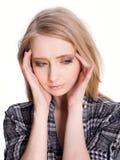 Junge blonde Frau mit Hauptschmerz Stockfotografie