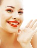 Junge blonde Frau mit hellem bilden das Lächeln, das gestikulieren zeigend Lizenzfreies Stockfoto