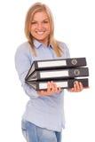 Junge blonde Frau mit Karten Lizenzfreie Stockbilder