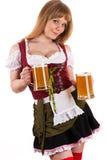 Junge blonde Frau mit Oktoberfest-Bier Lizenzfreies Stockfoto