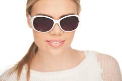 Junge blonde Frau mit sunglases, Stockfotos