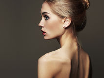Junge blonde Frau Schönes blondes Mädchen Nahaufnahmemodeporträt Lizenzfreie Stockbilder