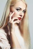Junge blonde Frau Schönes Modell mit Make-up Stockfoto