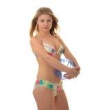 Junge blonde Frau und ein Wasserball Lizenzfreie Stockfotografie