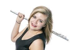 Junge blonde Frau und Flöte gegen weißen Hintergrund Stockfotografie