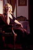 Junge blonde Frauenaufstellung Stockbilder