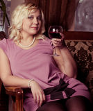 Junge blonde Frauenaufstellung Lizenzfreies Stockbild