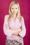 Junge blonde Frauenstellung Lizenzfreie Stockfotografie
