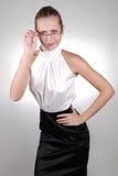Junge blonde Geschäftsfrau in den Gläsern Stockfotografie