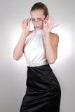 Junge blonde Geschäftsfrau in den Gläsern Lizenzfreie Stockfotografie