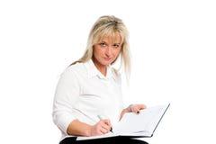 Junge blonde Geschäftsfrau ist Lizenzfreies Stockfoto