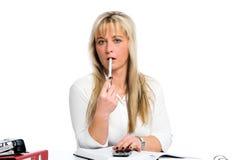 Junge blonde Geschäftsfrau ist Stockbilder