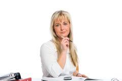 Junge blonde Geschäftsfrau ist Lizenzfreie Stockfotos