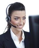 Junge blonde Geschäftsfrau mit Kopfhörernahaufnahme Stockfotografie