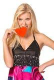 Junge blonde Holding ein rotes Inneres Lizenzfreies Stockfoto