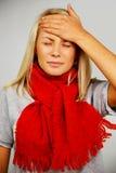 Junge blonde kranke Frau Stockbild
