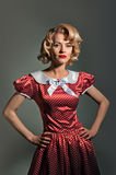 Junge blonde Retro- Pinupfrau Stockfotos