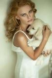 Junge blonde Schönheit Lizenzfreie Stockfotos