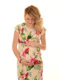 Junge blonde schwangere Frau Lizenzfreie Stockbilder