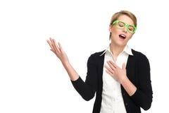 Junge blonde singende Frau. Lizenzfreie Stockfotos