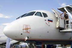 Junge Blondine und Flugzeug Lizenzfreies Stockfoto