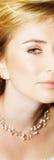 Junge Braut mit großen grünen Augen stockfotos