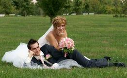 Junge Braut und Bräutigam Stockfoto