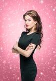 Junge Brunettefrau im schönen Schmuck Stockbilder