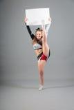 Junge Cheerleader On Gray Background Lizenzfreie Stockfotos