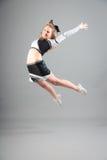 Junge Cheerleader On Gray Background Stockfotos