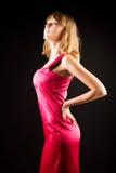 Junge dünne Frau im rosafarbenen Kleid Stockbild