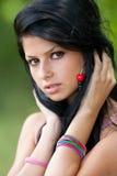 Junge Dame des schönen Brunette im Freien Lizenzfreies Stockfoto