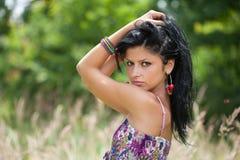 Junge Dame des schönen Brunette im Freien Stockfotografie