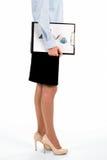 Junge Dame, die grafische Diagramme trägt Lizenzfreie Stockbilder