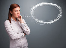 Junge Dame, die an Sprache- oder Gedankenblase mit Kopienbadekurort denkt Stockfotos