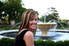 Junge Dame im Garten Lizenzfreie Stockfotos