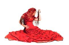 Junge Dame im hispanischen roten Kleid Stockfotos