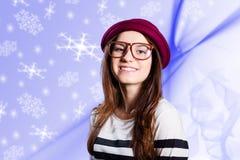 Junge Dame mit süßem Lächeln auf blauer Grafik Stockfotos