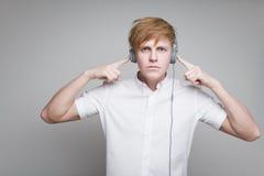 Junge in den Kopfhörern Lizenzfreie Stockbilder