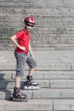 Junge in den Rollerblades Lizenzfreie Stockbilder