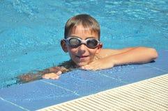 Junge in den Schutzbrillen Lizenzfreies Stockfoto