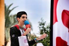 Junge, der öffentlich gegen Geschlecht-ansässige Gewalttätigkeitsdemonstration spricht stockfotografie