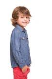 Junge, der über Weiß aufwirft Lizenzfreies Stockfoto